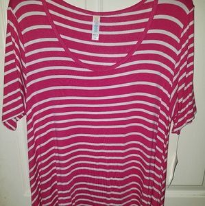 BRAND NEW with tags LuLaRoe Medium Perfect T
